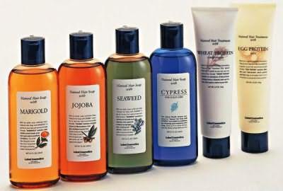 Фото линейки шампуней Natural hair soap treatment: календула для жирной кожи головы, жожоба – для сухих волос, морские водоросли – для нормальных и слегка поврежденных локонов, кипарис – против перхоти