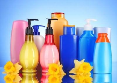 Уход за пересушенным кожным покровом и локонами сводится к выбору правильного моющего средства
