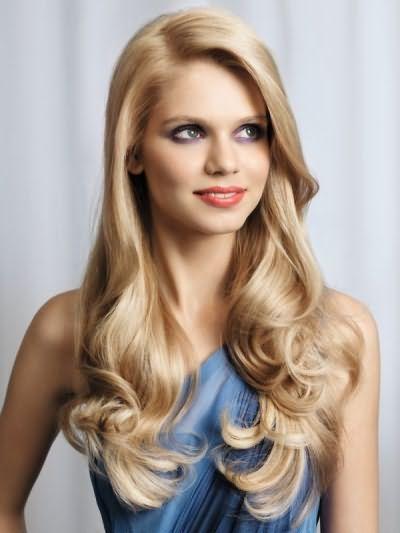 Специальные шампуни придают шелковистость длинным волосам.