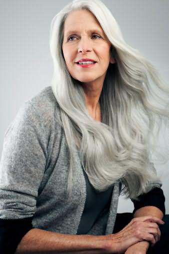 Шампуни для седых волос убирают жесткость и придают мягкость волосам.