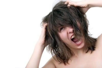 Перхоть и зуд - неприятные и распространенные проблемы, требующие лечения