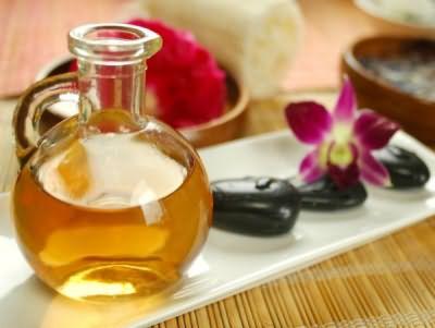 Масла издавна считаются лучшими спасителями ломких, тонких и поврежденных волос