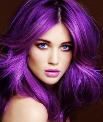Яркий цвет волос должен сочетаться с ярким макияжем