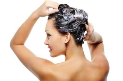 Домашние средства помогут безопасно смыть краску с волос.