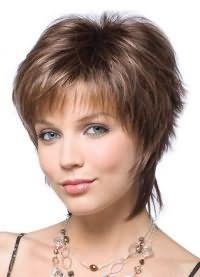 короткие стрижки на тонкие волосы для объема 4