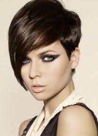 короткие стрижки на тонкие волосы для объема 6