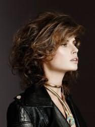 Модная женская стрижка на средние волосы 2017