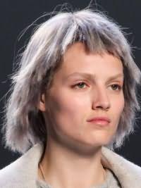 Модная женская стрижка на средние волосы 2017 12