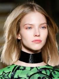 Модная женская стрижка на средние волосы 2017 7
