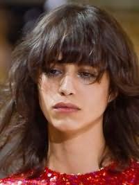 Модная женская стрижка на средние волосы 2017 9