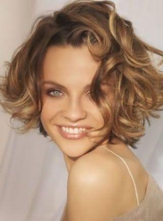 Красивая стрижка для пушистых коротких волос