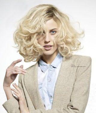 Эффектная укладка стрижки на пушистые волосы