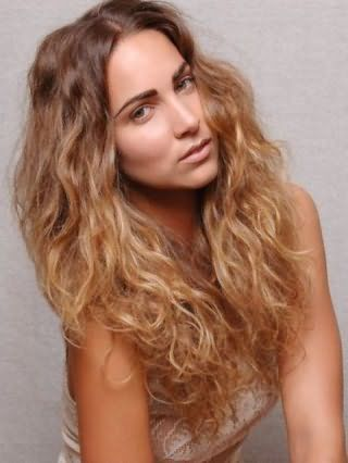 Красивая стрижка для пушистых длинных волос
