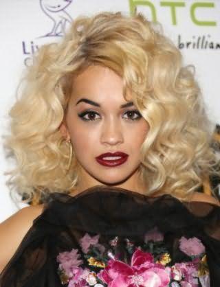 Женская стрижка на пушистые средние волосы