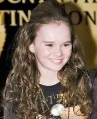 Прическа на кудрявые волосы для девочек 12 лет