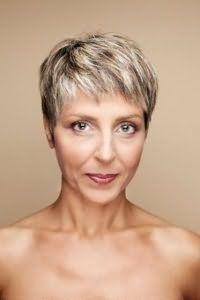 Прическа на короткие волосы для женщины 40 лет