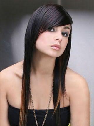 Асимметричная стрижка с косой челкой для квадратного типа лица