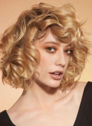 Стрижка на кудрявые волосы для худого лица