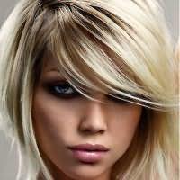 прически с косой челкой на средние волосы 1