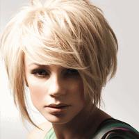 прически с косой челкой на средние волосы 8