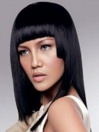 Идея стрижки градуированное каре с прямой челкой для густых черных волос
