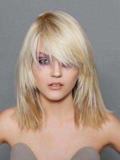 объемные стрижки для тонких волос средней длины