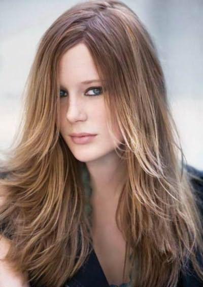 Фото: красивые длинные волосы с челкой делают каждую девушку невероятно женственной