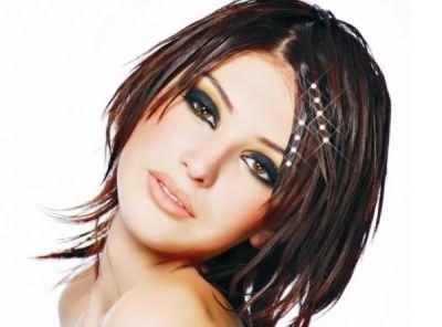 Стрижки на волосы ниже плеч позволяют тратить намного меньше времени для укладки