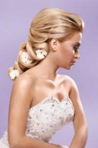 Классическая прическа с плетением для невесты