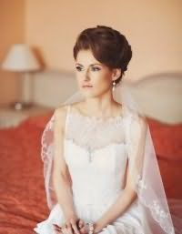 Свадебная прическа с фатой для коротких волос.
