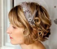 Свадебная прическа в стиле ретро для коротких волос.