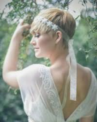 Свадебная прическа на короткие волосы в греческом стиле.