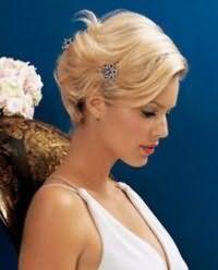 Стильная свадебная укладка волос короткой длины.