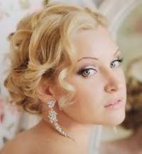 Прическа для вьющихся коротких волос на свадьбу.