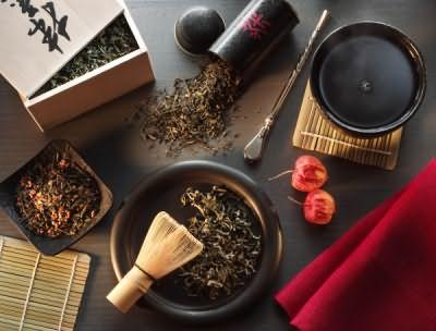Фото лучшего друга каштановых оттенков – натуральный черный чай. Ароматная церемония с пользой для волос.