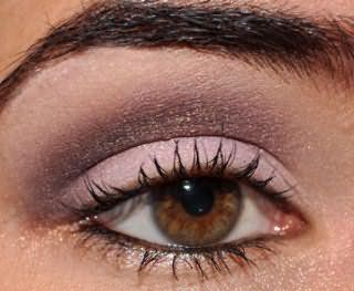 Красивый вечерний макияж с розовыми оттенками для карих глаз
