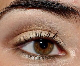 Жемчужный летний макияж карих глаз