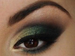 Макияж в темно-зеленых тонах для карих глаз