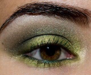 Яркий зеленый смоки-айс макияж для карих глаз