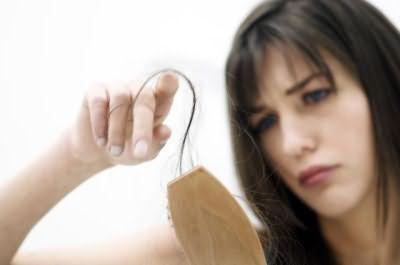 у кормящей выпадают волосы