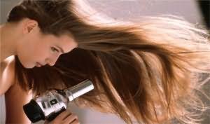 Для грубых волосков на ногах лучше выбрать иной способ удаления: воск, шугаринг или лазерную эпиляцию