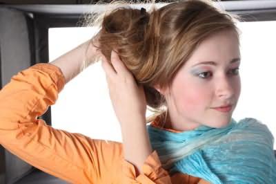 Красивые пучки из волос выгодно оттенят достоинства нашего лица и всего образа.
