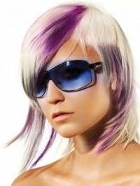 Идея эмо стрижки для средних волос с фиолетовым мелированием