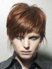 Женская стрижка каскад для коротких волос медного оттенка