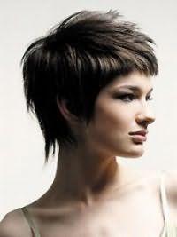 Классическая стрижка каскад для густых коротких волос темно-каштанового оттенка