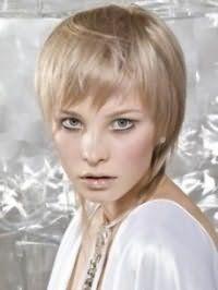 Женская стрижка каскад для тонких коротких волос пепельного оттенка