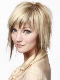 Идея стрижки каскад с челкой и мелированием для прямых средних волос
