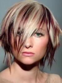 Стрижка каскад с мелированием для средних волос и треугольной формы лица
