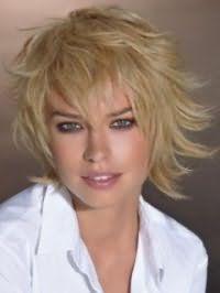 Красивая стрижка каскад для блондинок с волосами средней длины
