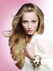 Модная женская молодежная стрижка для длинных волос светло-русого оттенка